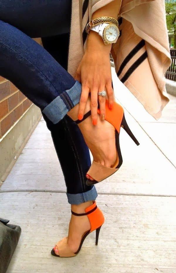 footwear,clothing,leg,thigh,high heeled footwear,