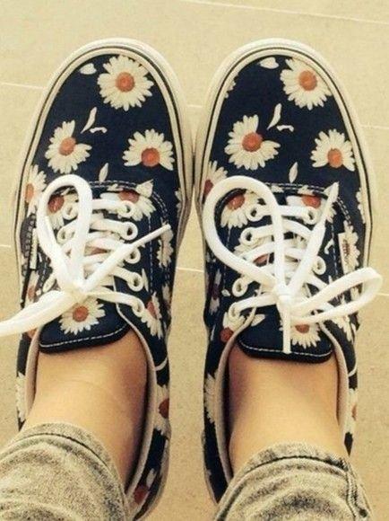 footwear,shoe,leg,arm,human body,