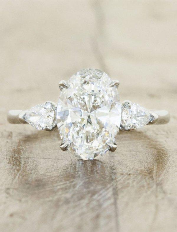 jewellery,fashion accessory,petal,silver,diamond,