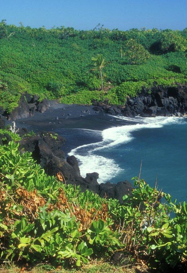 Black Sand Beach, Wai'anapanapa State Park, Hana, Maui,