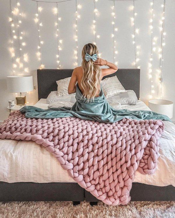 Bed, Bed sheet, Bedding, Bedroom, Furniture,