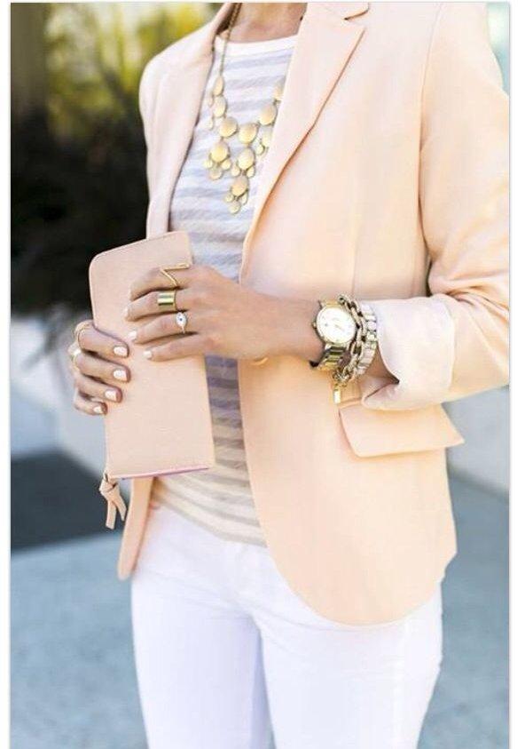 white,clothing,handbag,fashion accessory,sleeve,