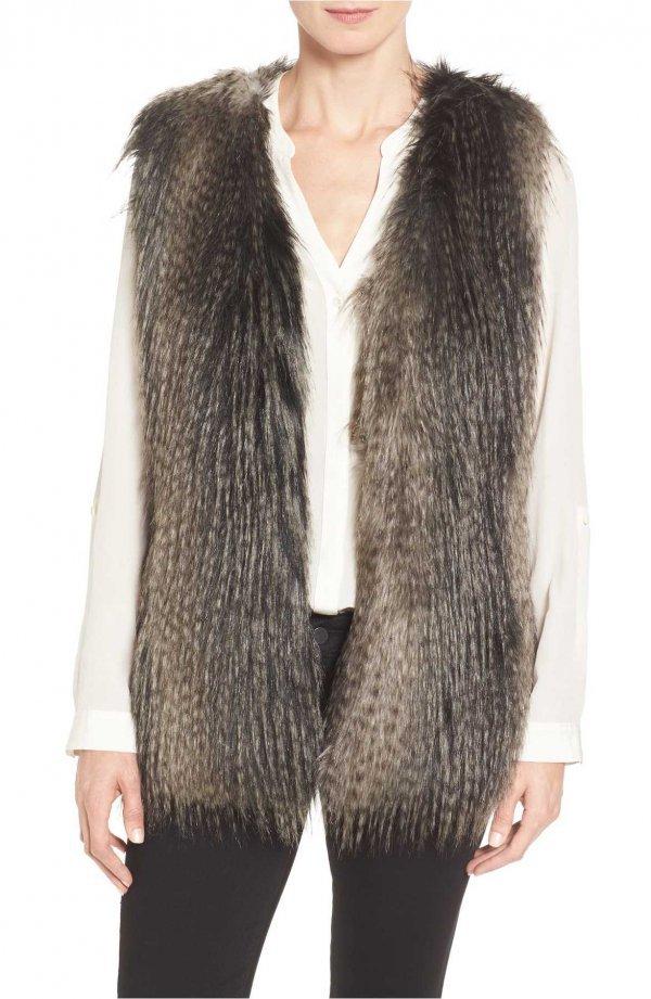 fur clothing, fur, outerwear, woolen, sleeve,