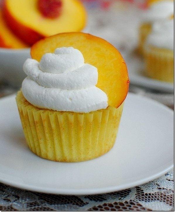 Peaches 'n' Cream Cupcakes