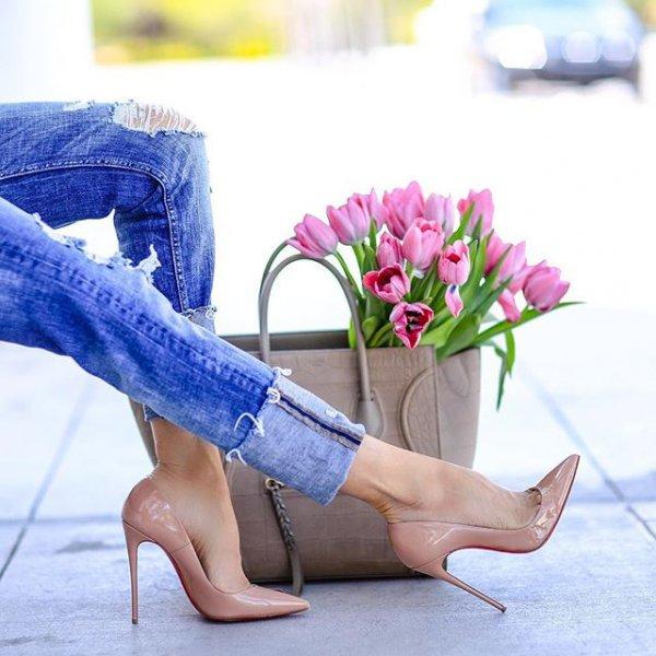 footwear, human positions, leg, sitting, spring,