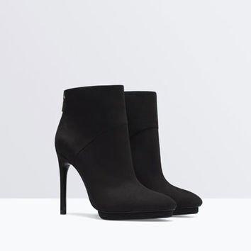 footwear,leather,boot,leg,high heeled footwear,