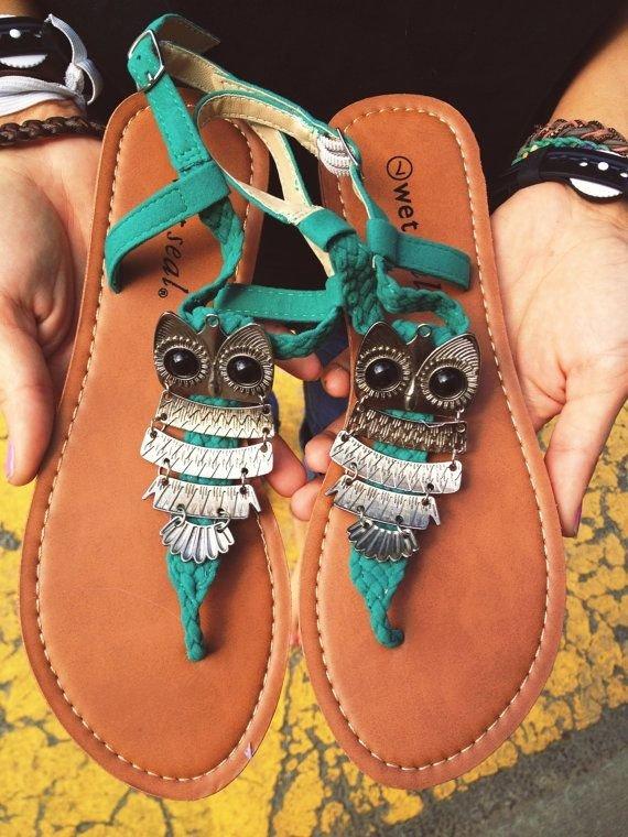 footwear,shoe,leg,sandal,pattern,