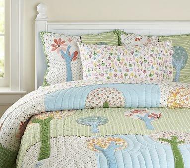 10 pretty bedding sets for your little girl lifestyle. Black Bedroom Furniture Sets. Home Design Ideas