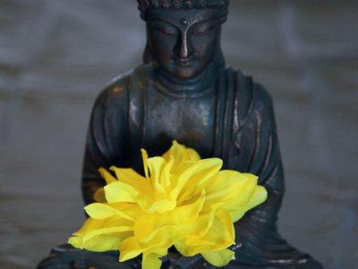 statue,sculpture,monument,flower,