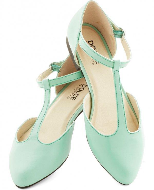 footwear,leg,shoe,leather,sandal,