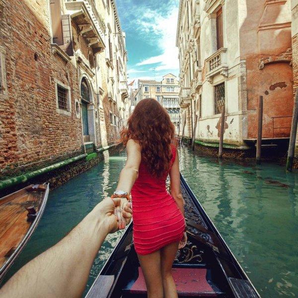 gondola,boat,vehicle,boating,watercraft rowing,