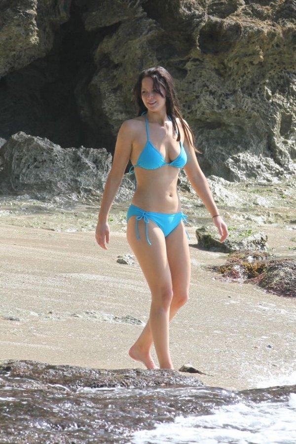 clothing,swimwear,beauty,girl,leg,