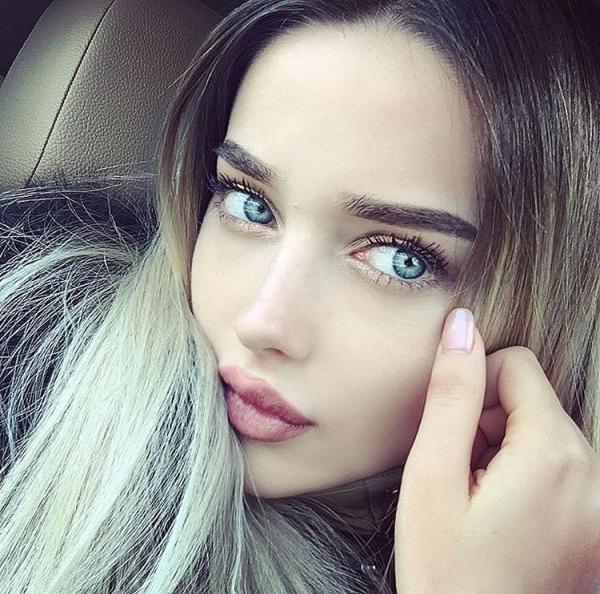 color,face,hair,eyebrow,blue,