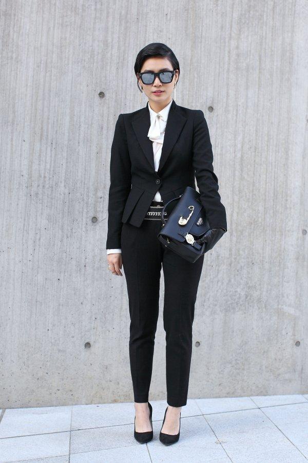 clothing,suit,man,tuxedo,formal wear,