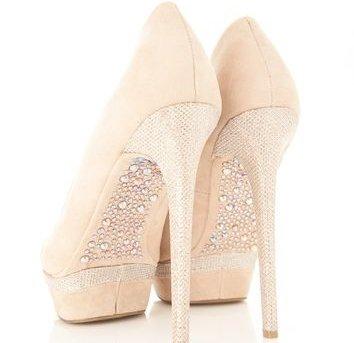 footwear,shoe,leather,leg,high heeled footwear,