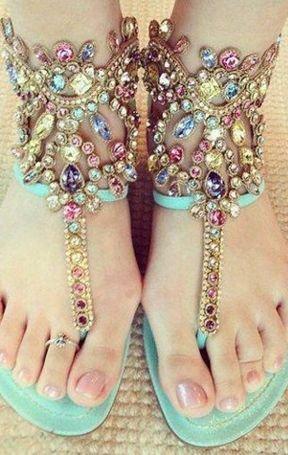 footwear,leg,pattern,jewellery,shoe,