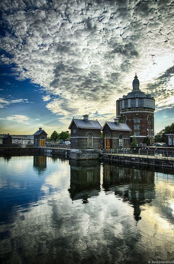 sky,reflection,cloud,water,landmark,