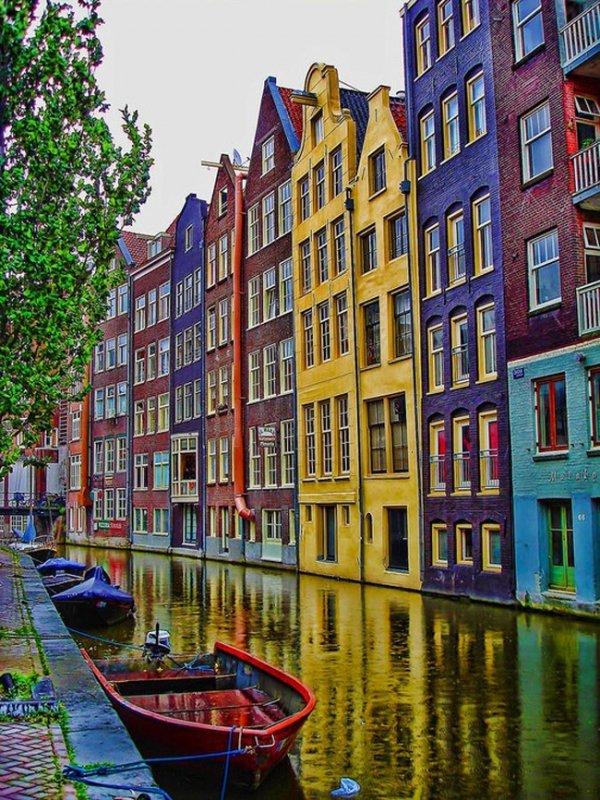 canal,waterway,town,boat,neighbourhood,