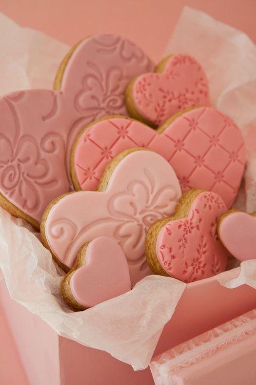 pink,food,dessert,heart,sugar paste,