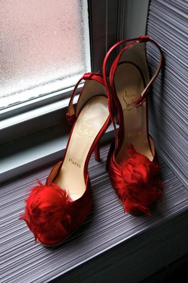 footwear,color,red,black,shoe,