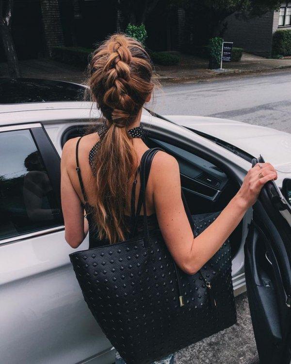 Hair, Vehicle door, Shoulder, Hairstyle, Vehicle,