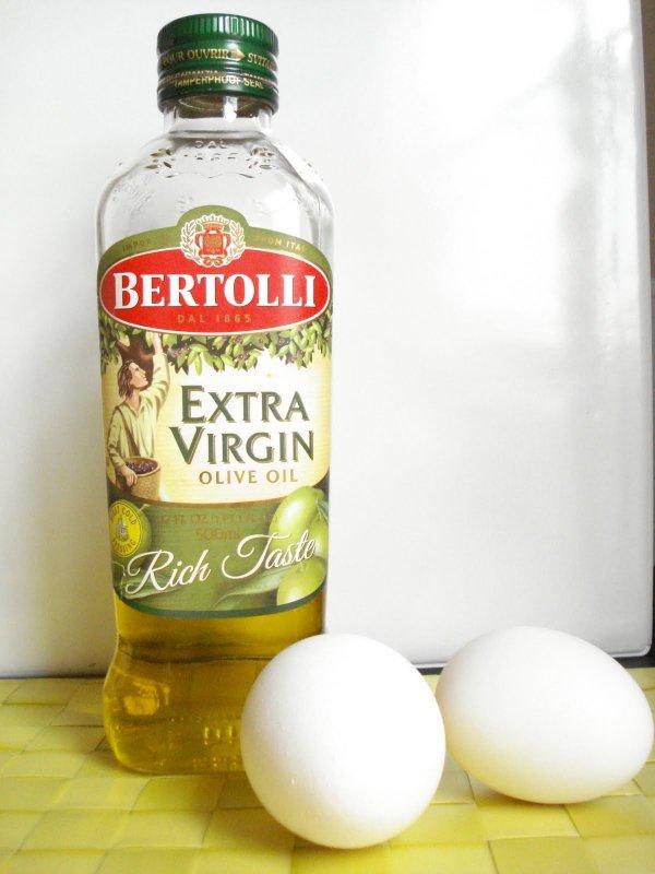 Olive Oil and Egg Yolk Hair Mask