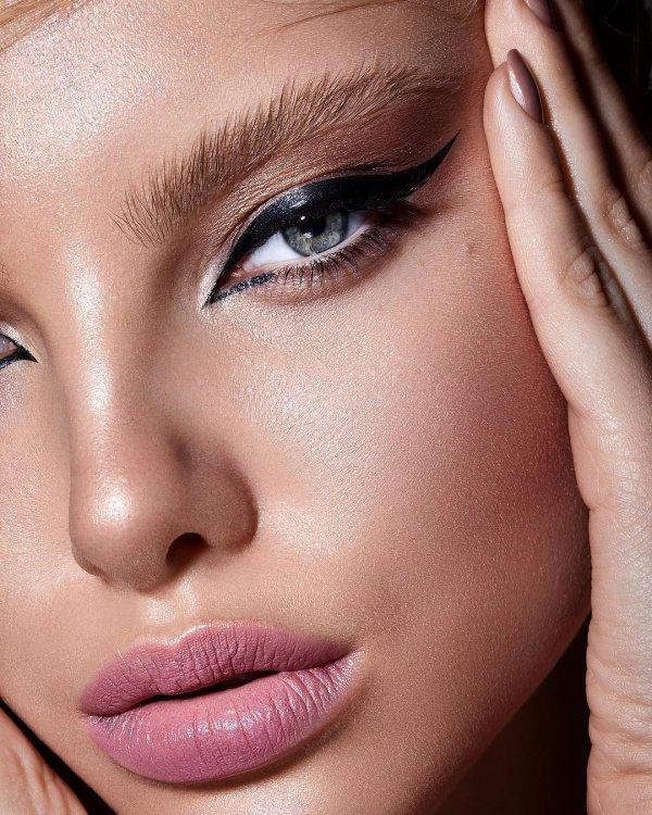 Face, Eyebrow, Skin, Hair, Lip,