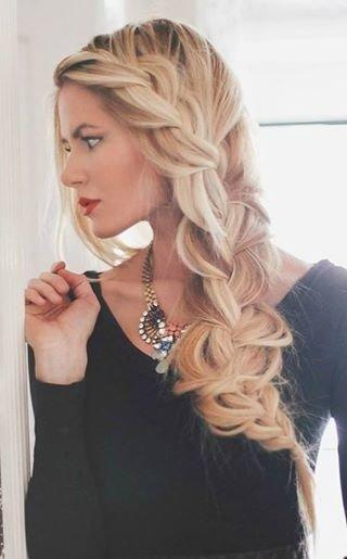 hair,human hair color,hairstyle,blond,long hair,