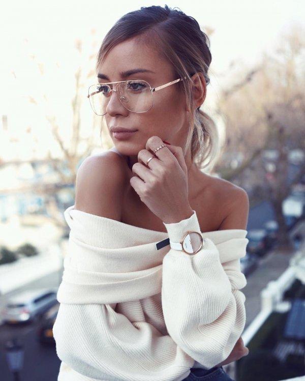 hair, eyewear, woman, person, glasses,