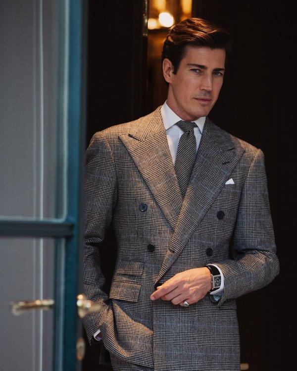 Suit, Clothing, Formal wear, Blazer, Tuxedo,