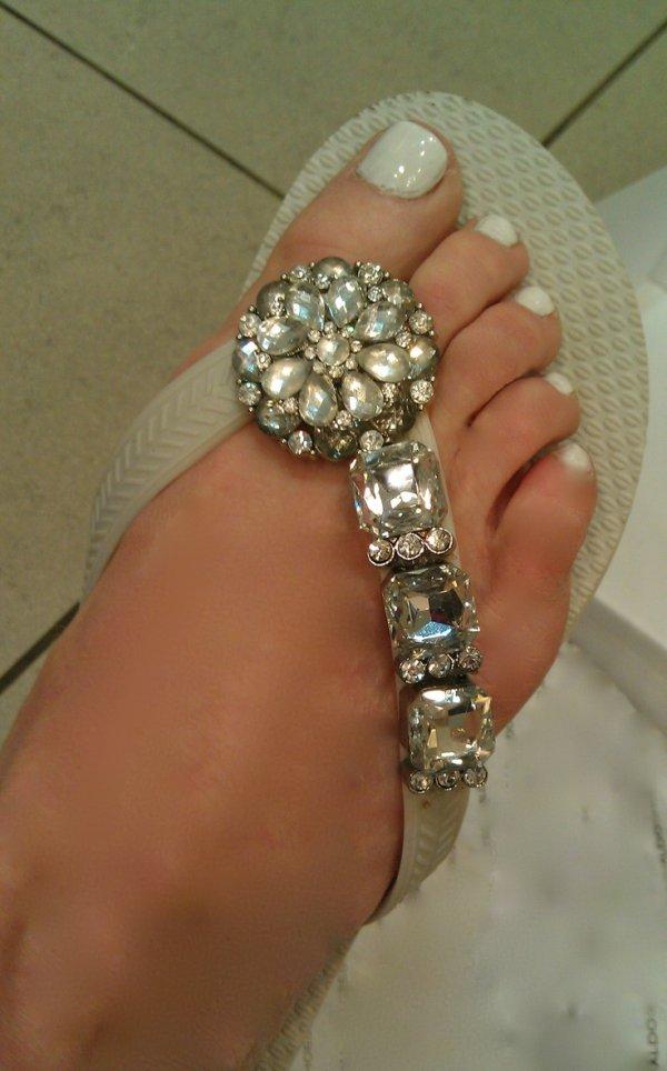 jewellery,clothing,fashion accessory,footwear,bracelet,