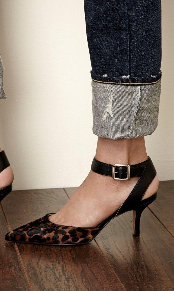 Footwear, High heels, Shoe, Sandal, Leg,