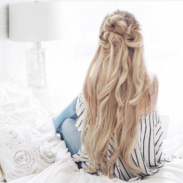 hair,hairstyle,long hair,blond,
