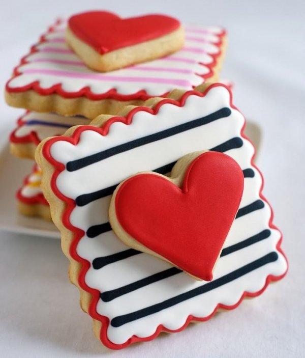 food,dessert,heart,icing,snack food,
