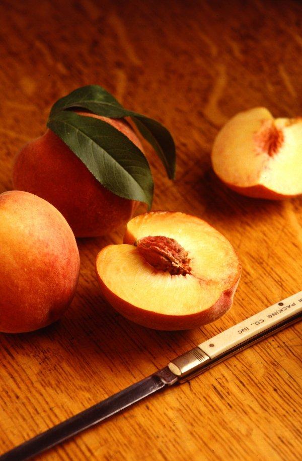 food,fruit,produce,plant,peach,