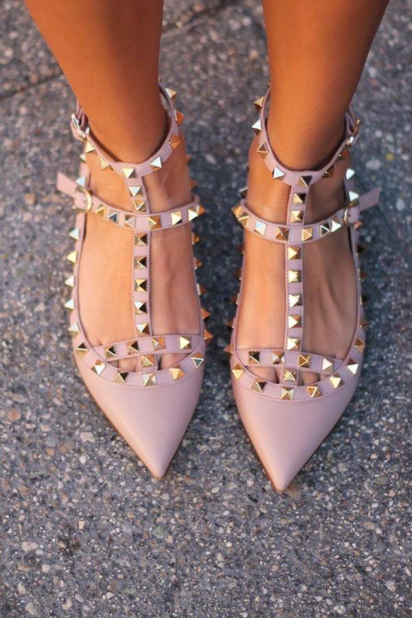 footwear,leg,shoe,spring,jewellery,