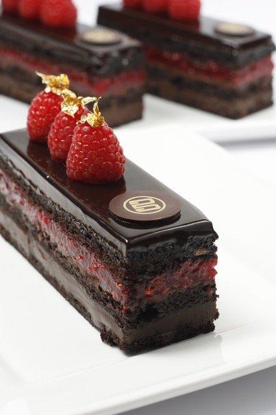 Raspberry Chocolate Flourless Cake