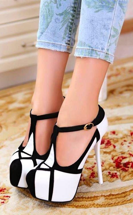 footwear,clothing,high heeled footwear,shoe,leg,