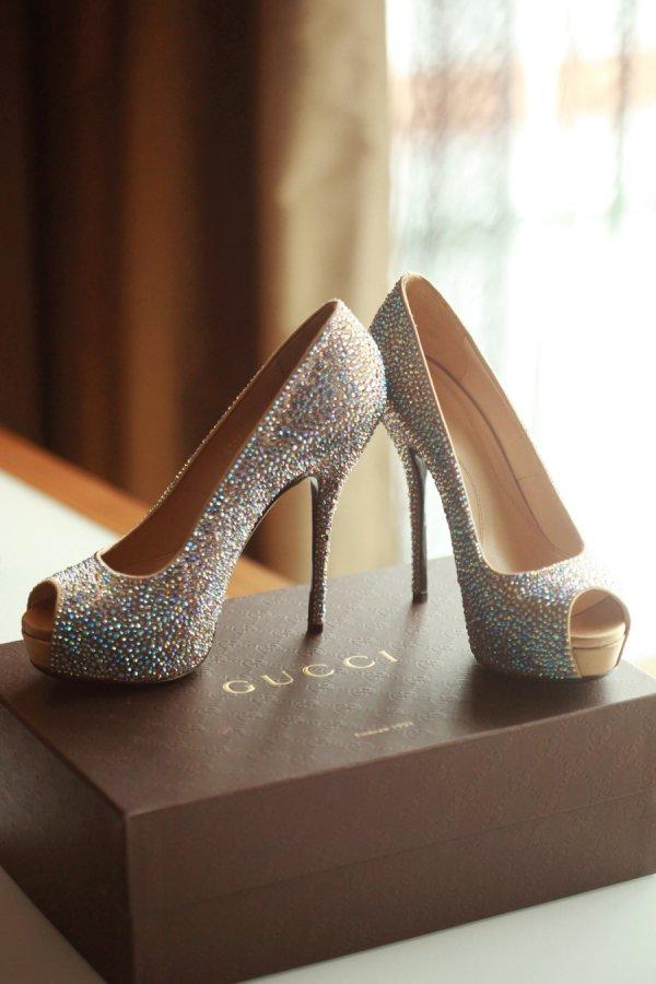 footwear,high heeled footwear,shoe,brown,leg,