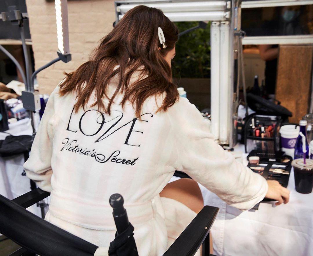 Victorias Secret Models Strut Their Stuff in Fantasy Bras ...