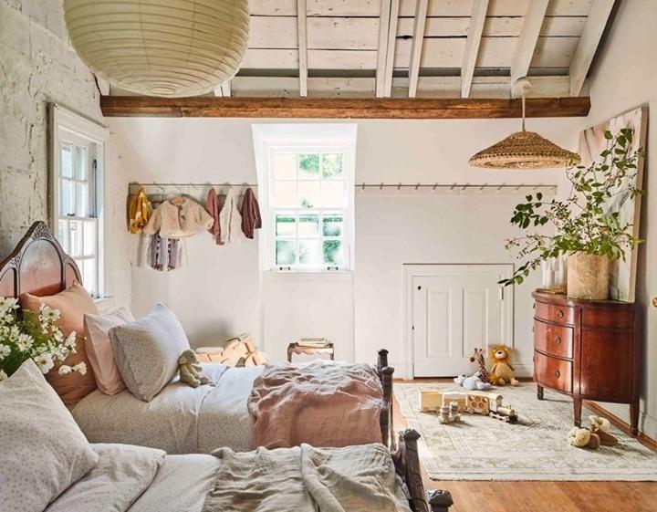 Ways to Organize a Small Dorm Room ...