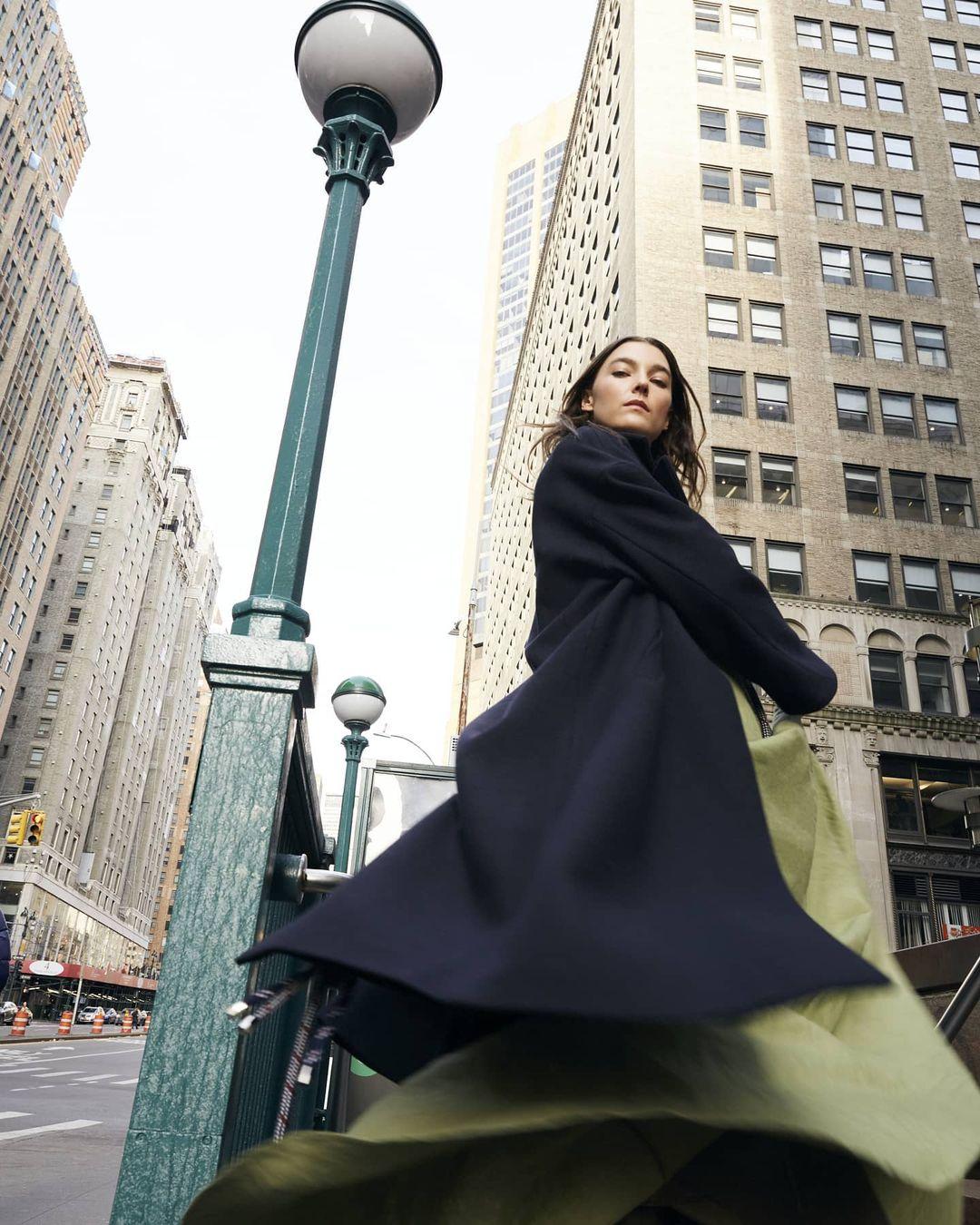 12 Street Style Ways to Wear a Blanket Scarf ...