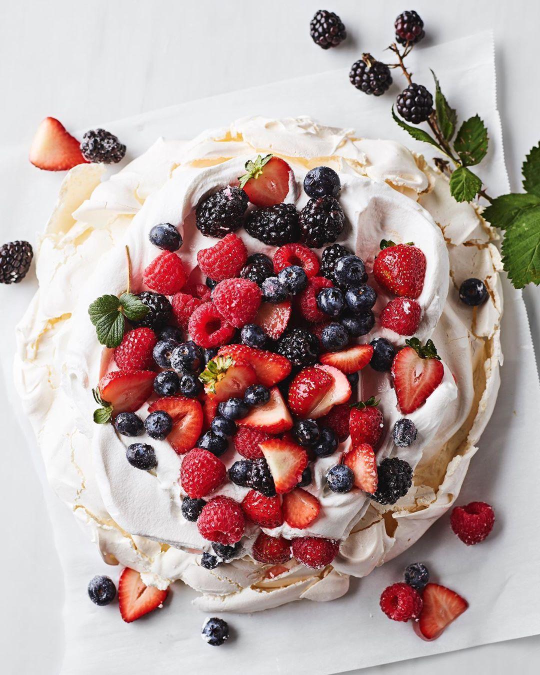 18 of Todays Captivating  Cake and Dessert Inspo for All  the Girls  Celebrating Something  ...