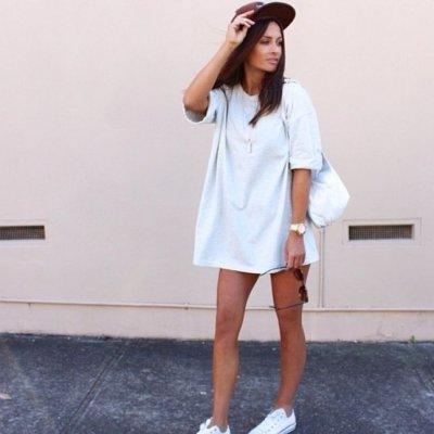 e195b7e6 This is How Short Women Can Wear the Trendy T-Shirt Dress ...