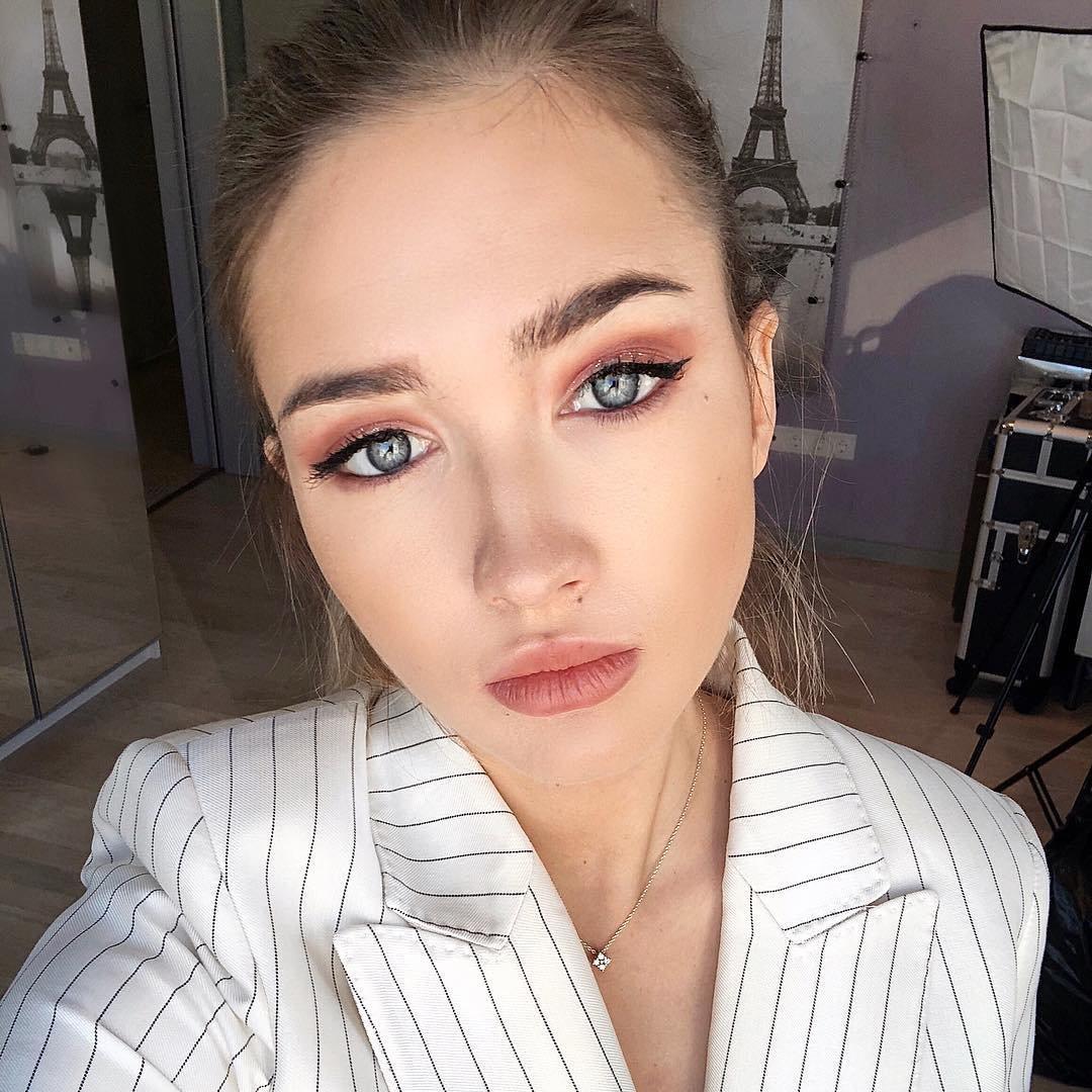 10 Fabulous Makeup Tips For Women Over 50