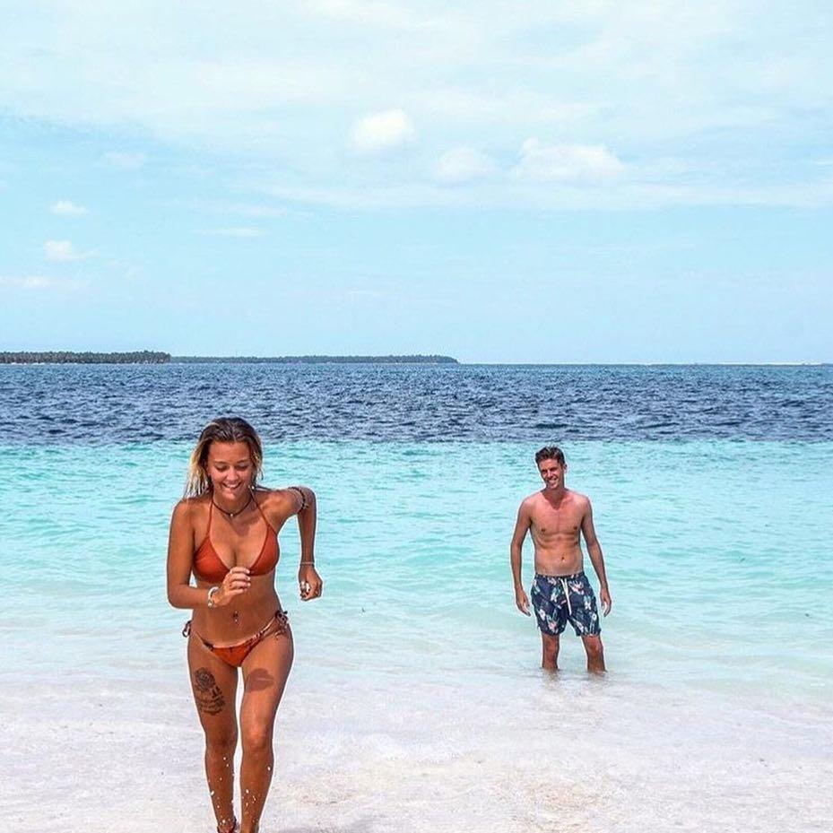 "15 Photos of ""Something Borrowed"" on the Beach ..."