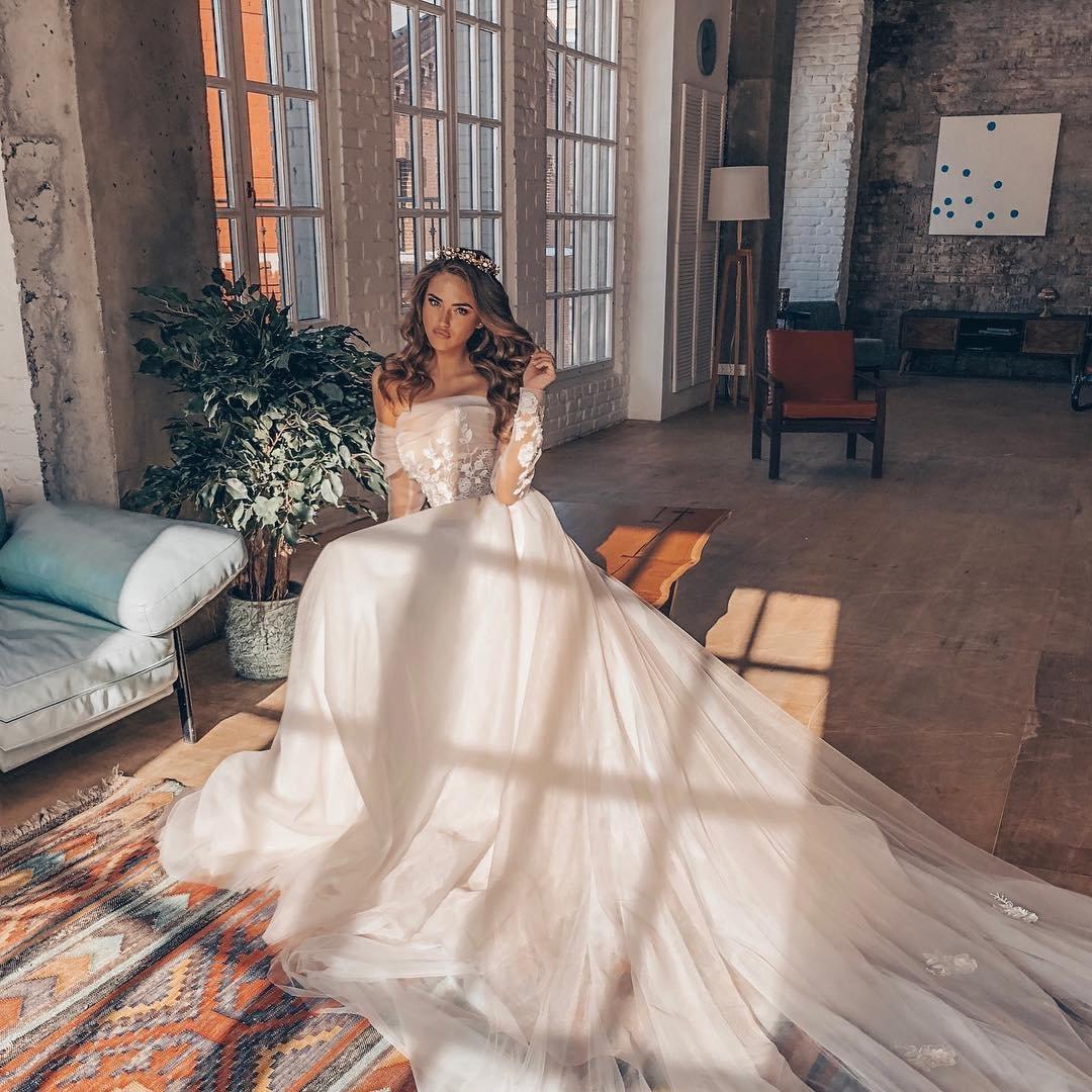 6 Ways to Go Bright & Bold with Bridal Jewelry ...
