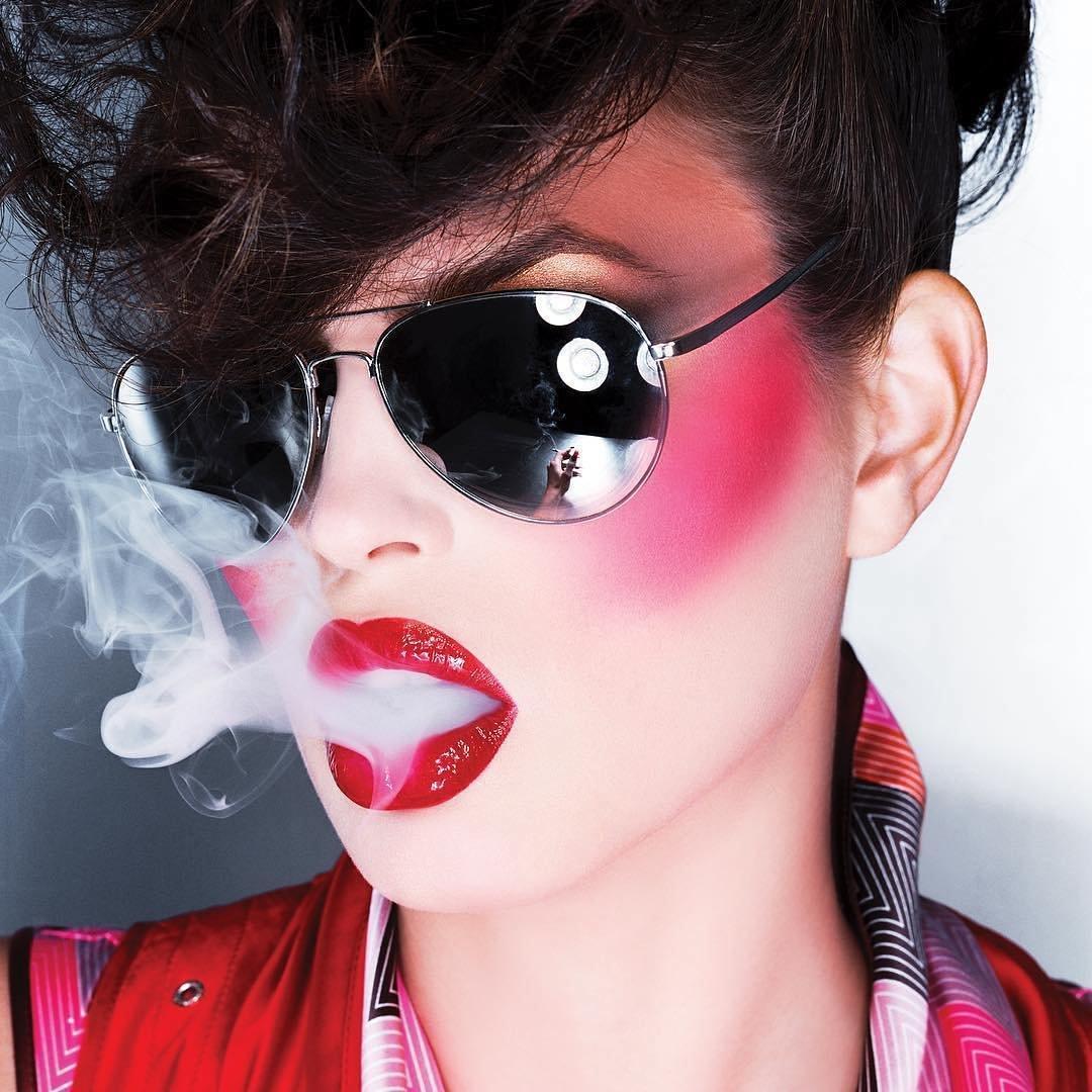 37 Celebrities Caught Smoking ...