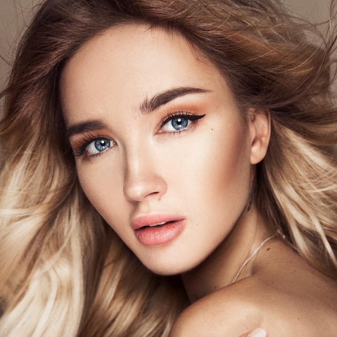 7 Makeup Tricks to Slim Your Face ...