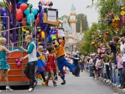 7 Tips to Make Your Disneyland Trip More Enjoyable ...